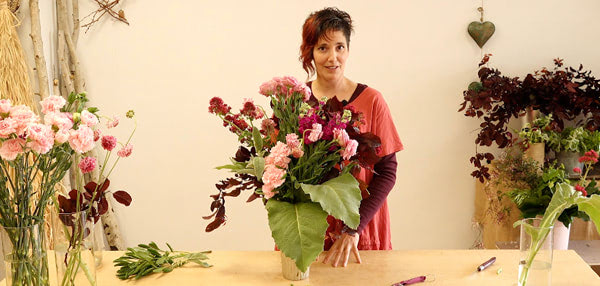 Curso básico de florista. Arreglo en Jarrón Alto sin esponja. Celine Boroli.