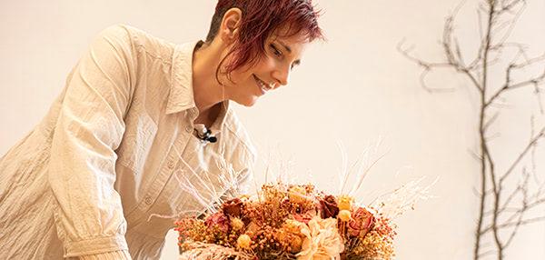 Curso formación floral. Arreglo con flores preservadas