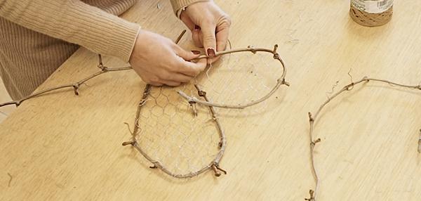 Cursos de formación florista Celine Boroli. Cómo hacer una decoración con corazones