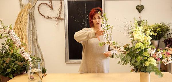 arreglo floral asimétrico sin esponja ni tela de gallinero. Curso online de florista Celine Boroli