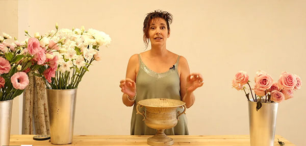 arreglo floral descendente con la técnica de la esponja. Curso online de florista Celine Boroli